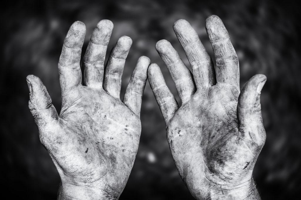 Hände schmutzig machen